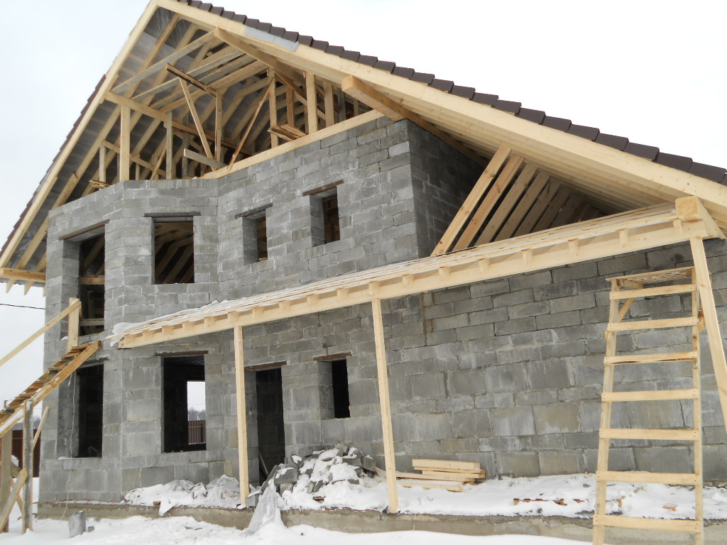 www.vbeelinez.ru/production_penoblock/439 class= alink title= Небольшой дом из пеноблоков Небольшой дом из